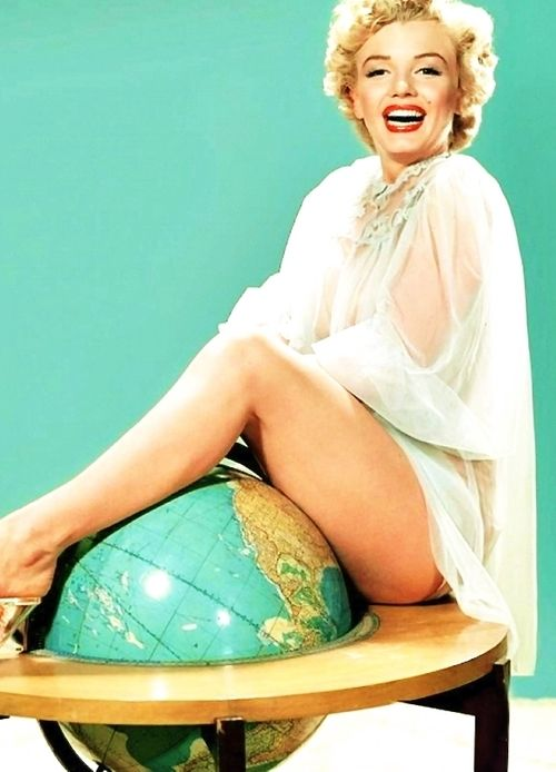 Marilyn Monroe on top of the world. <3: Beautiful Marilyn, Actress Marilyn Monroe Colour, Globe Marilyn Monroe, Star, Standard Jeane, Marilyn Photos, Top