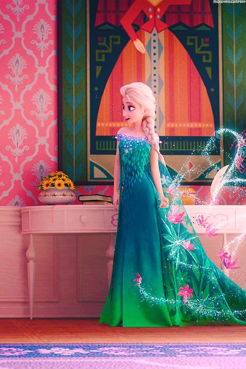 Note that even the people who made the movie gave Elsa and Anna a logical outfit change. OUAT? Nope. I find it rather stupid
