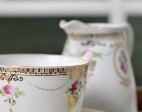 English bone china is an element of British Colonial style. How to Decorate a Kitchen in British Colonial | eHow.com