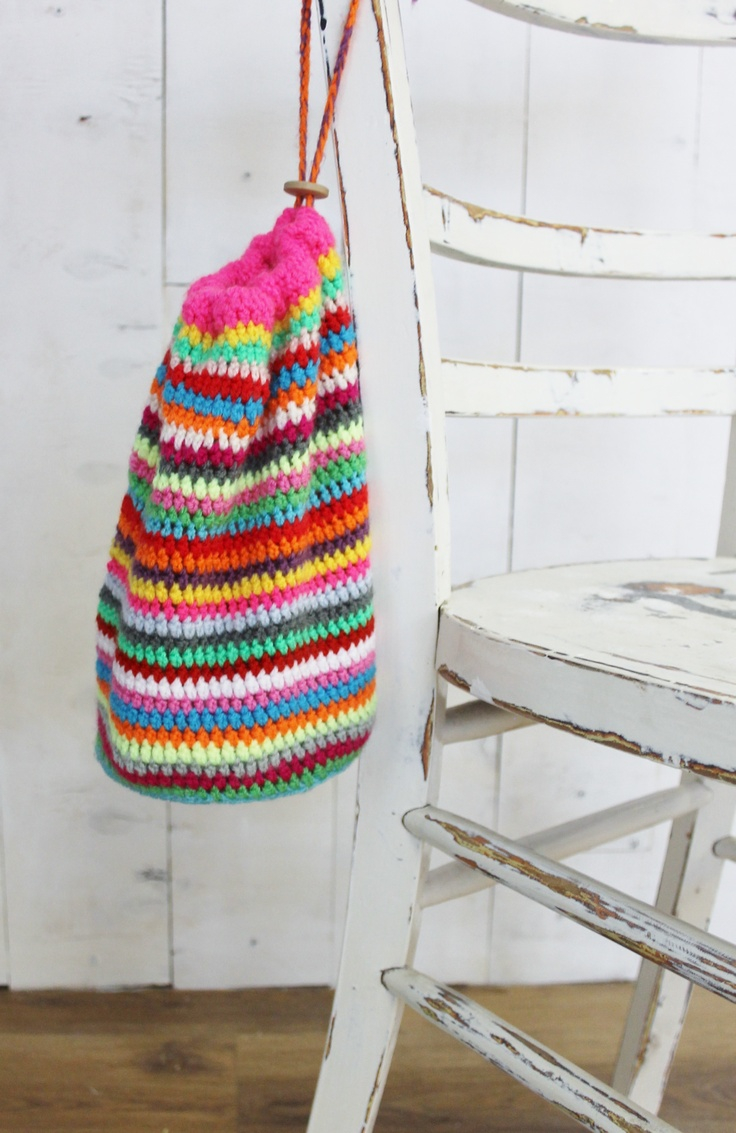 Gehaakte tas  www.buitendelijntjes.com - colourful striped purse / bag