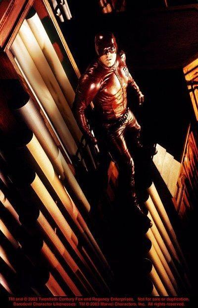 Still of Ben Affleck in Daredevil (2003) http://www.movpins.com/dHQwMjg3OTc4/daredevil-(2003)/still-557422592