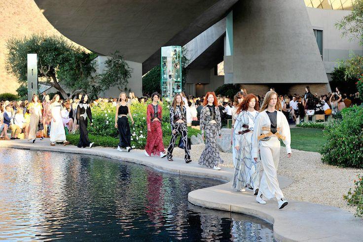 No, no es una nave espacial, es un museo en Brasil que parece haber llegado directamente desde otro planeta para presentar la colección Crucero 2017 de Louis Vuitton. ¡Descúbrelo!
