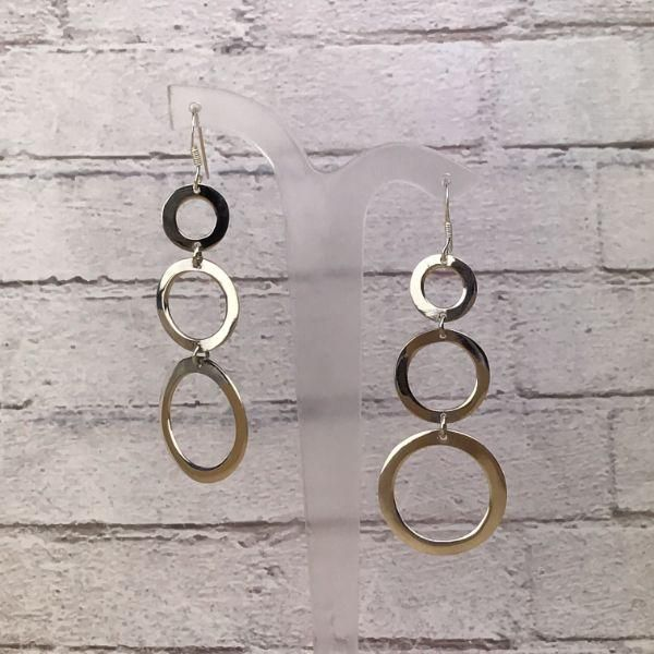Gorgeous drop earrings of three ascending size silver circles.   Stunning in their simplicity!