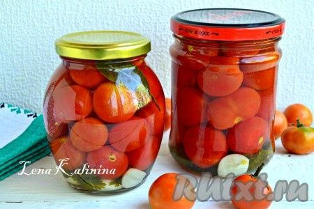 Маринованные томаты черри - отличная, красивая заготовка на зиму. Помидорчики черри в этом маринаде получаются сладенькими и очень-очень вкусными. Готовятся совершенно просто. Рекомендую! Расчет дан на 2 пол-литровые и одну 750-граммовую баночки помидоров.