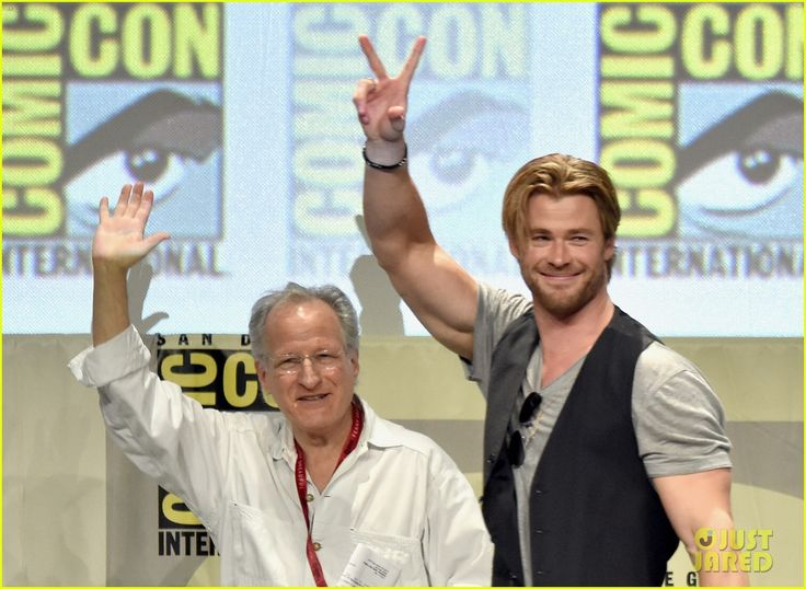 Chris Hemsworth in the San Diego Comicon 2014 presenting Avengers: Age of Ultron