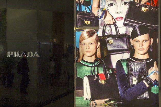 Prada-handtassen worden goedkoper - Het Nieuwsblad: http://www.nieuwsblad.be/cnt/dmf20150616_01733302?_section=61546567
