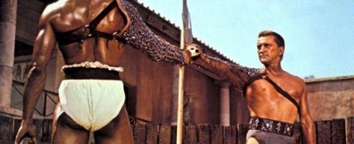 Kirk Douglas en slip kangourou… dans Spartacus !