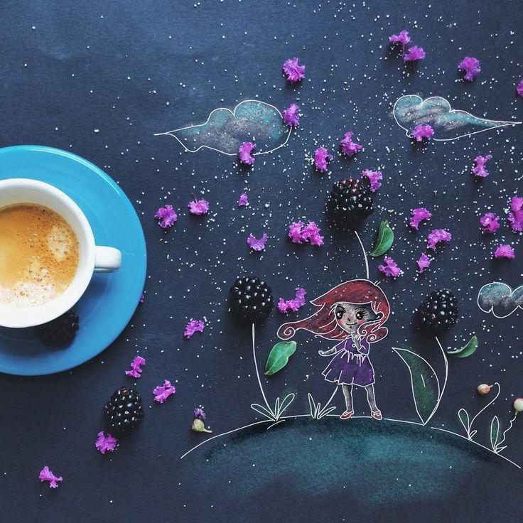 Художница-иллюстратор Cinzia Bolognesi создает работы прямо за завтраком. Однажды она поставила свою чашку кофе с печеньем на черный холст, с которым обычно работает, и вдруг поняла, что к утреннему натюрморту не хватает немного рисованных линий. Так начался ее проект, красивый, элегантный и аппетитный одновременно.
