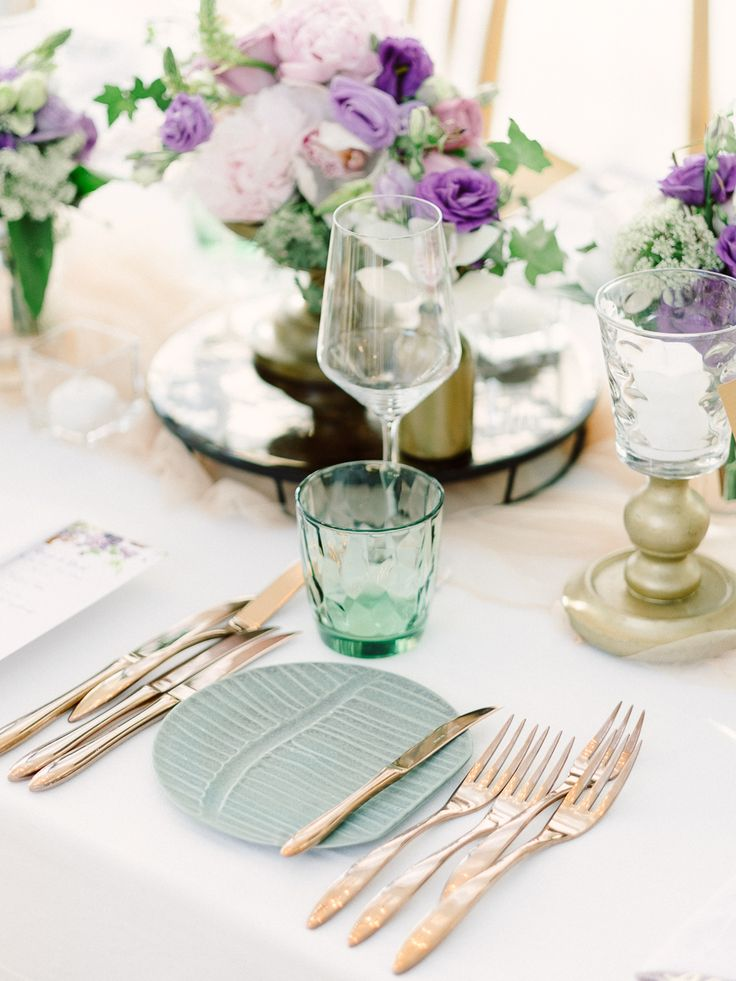 Dinner table in Purple-shades