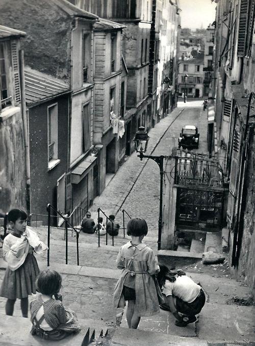 Janine Niepce Children playing in the Ménilmontant district. Paris, 1957.