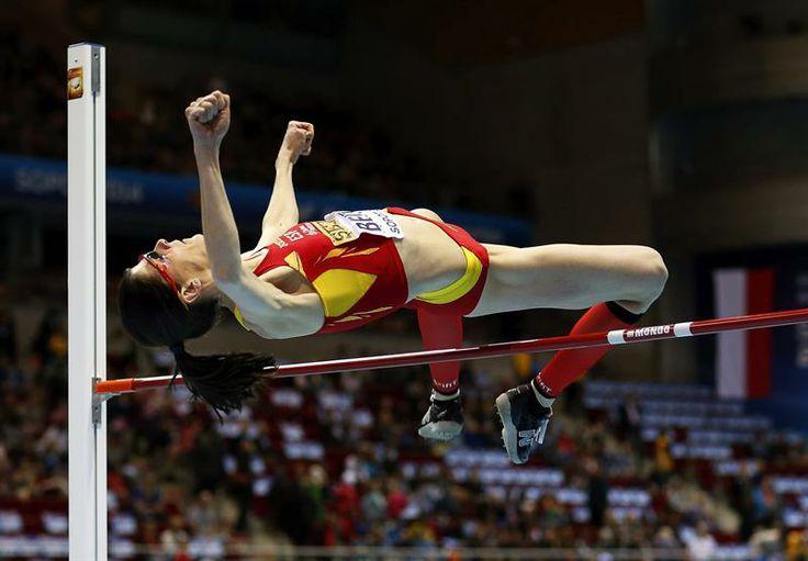 La atleta española Ruth Beitia compite en la fase clasificatoria de salto de altura de los Mundiales de atletismo en pista cubierta disputados en el estadio Ergo Arena de Sopot (Polonia) hoy, viernes 7 de marzo de 2014.
