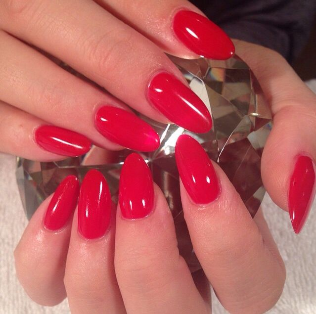 'Sexy red' almond shape nails