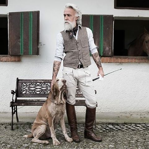 #braccoitaliano #class #maneggio #followforfollow #beard #bearded #beardoil #beardlove #gentleman #dandy #style #alessandromanfredini #dog #tattoo #oldschool #barba #model #love