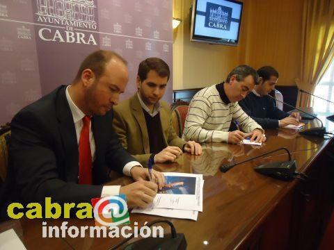 Fernando Priego (Ayuntamiento Cabra), Juan Díaz (AECA) y David Cánovas (Key Mare) firman el 1er Plan Municipal de Equipamiento de Viviendas de 1ª Ocupación (1 Febrero 2012)
