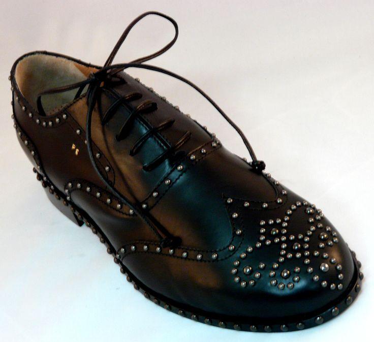 Italienische Schuhe Luxus handgefertigte und maßgeschneiderte von Eddy Minto. Die erste, nur pflanzlich gegerbtem Leder verwenden. Preise vom Hersteller. Klassisch, modern, unkonventionell, von Zeremonie an die speziellen Turnschuhe! Besuchen Sie das Handwerk zu speichern: http://www.mirabiliashop.com/eddy%20minto%20inglese.htm