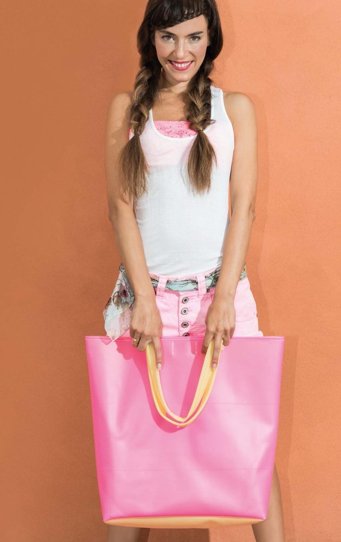 Una borsa per il mare o per lo shopping...l'importante è che sia capiente e colorata!