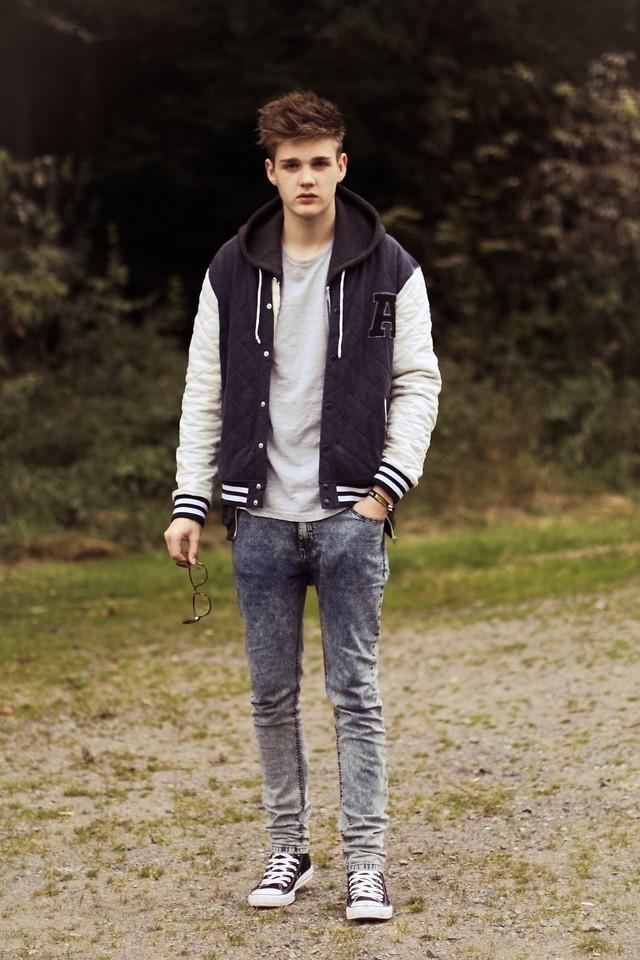 Shop this look on Kaleidoscope (jacket, jeans, sweatshirt, sneakers)  http://kalei.do/WLn0peAbm5jKIog1