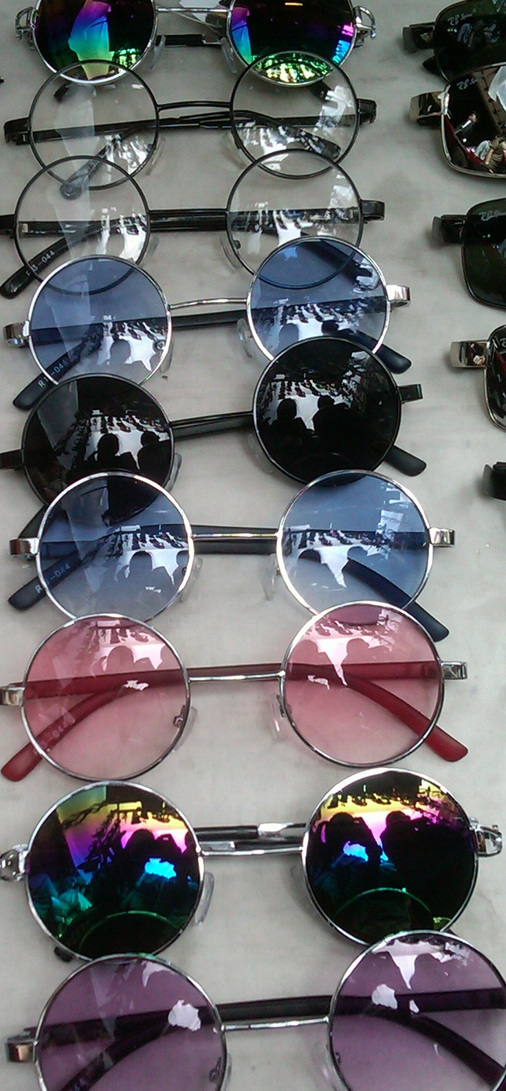 John Lennon Glasses IDR 45,000 (normal price : IDR 50,000)