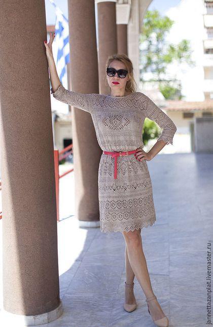 Купить или заказать Платье 'Стилви' в интернет-магазине на Ярмарке Мастеров. Вязаное спицами платье из превосходной пряжи ( хлопок, лен, шелк, пайетки матовые) Шелк и пайетки придают вязаному полотну интересную фактуру. Платье свободного силуэта, можно носить, как с поясом, так и без. Рукав- три четверти. Нижнее платье из шелка со стрейчем.