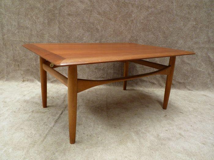 Aksel Bender Madsen voor Bovenkamp - Vintage 'Danish design' salontafel  Prachtige salontafel van ontwerper Aksel Bender Madsen voor Bovenkamp.De tafel is in een goede vintage staat.De maten zijn: 100cm breed x 70cm diep x 46cm hoog  EUR 20.00  Meer informatie