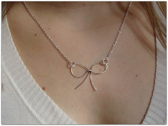 Vintage bow pendantnecklace  Sterling silver by ORIGINALsPAINTINGS, €22.00