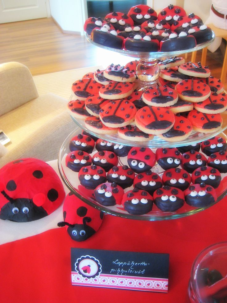 Ladybug biscuit and decoration for party