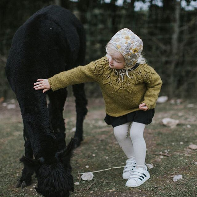Her new llama best friend 🙈