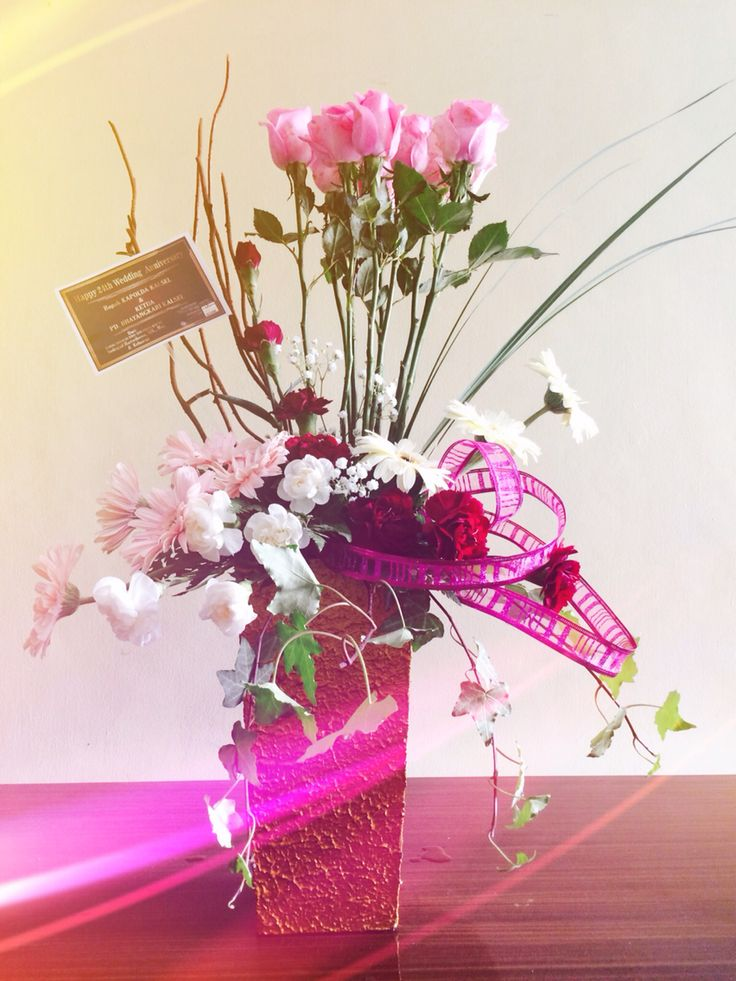 Fresh Flower arrangement by www.liengallery.com #roses #gerberas #carnations  #surabaya_florist #LienFlowerDecoration #tokobunga #tokobunga_surabaya #delivery_florist_indonesia #florist #fleurs #flower_arrangement #florist_banjarmasin #bunga_meja #bungameja #bouquet #rangkaian_bunga #Indonesia #tokobunga_banjarmasin
