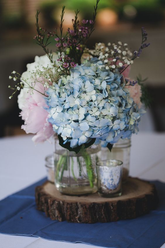 babybreath, hydrangea wedding centerpieces / http://www.himisspuff.com/beautiful-hydrangeas-wedding-ideas/2/