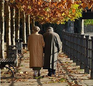 Lebenserwartung -Gehgeschwindigkeit Mit 65 Jahren noch gut zu Fuß - dann darf man auf ein hohes Alter hoffen