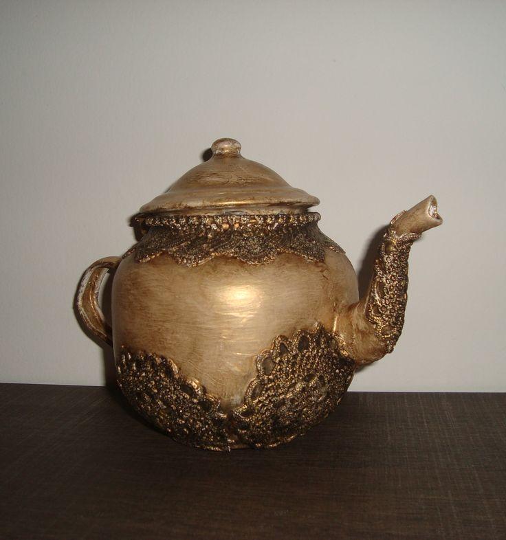 Lace on a tea pot!