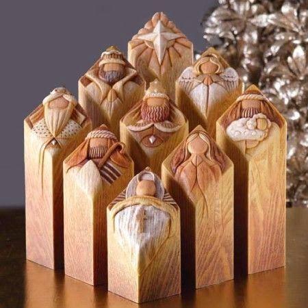 Presépio esculpido em madeira.                                                                                                                                                                                 Mais