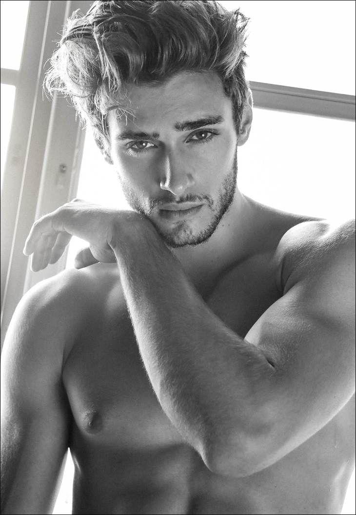 Daniel Bederov http://www.nevsmodels.co.uk/models/daniel-b #danielbederov #bodies #malemodels #fitness #abs #male #models #blackandwhite #photography