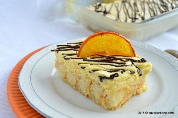 Tiramisu cu portocale – un desert fara coacere, rapid si gustos. Preparat cu piscoturi, mascarpone, portocale, frisca si ciocolata. Cat de bine se potrivesc portocalele cu ciocolata! Am mai facut de nenumarate ori tiramisu clasic sau cu fructe (de exemplu indragitul Vis cu lamaie – reteta aici) sau tiramisu cu castane si amaretto – un