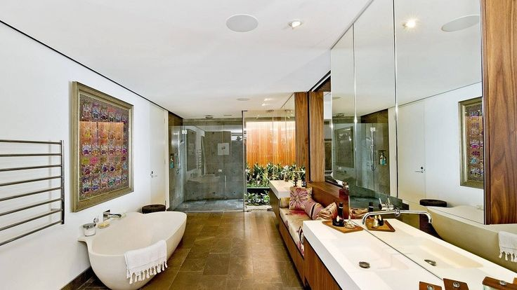 Luxury Bathroom in Bronte House by Rolf Ockert Design