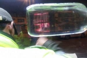 Policía ocupa centenares de botellas de ron adulterado al desmantelar laboratorio en Baní