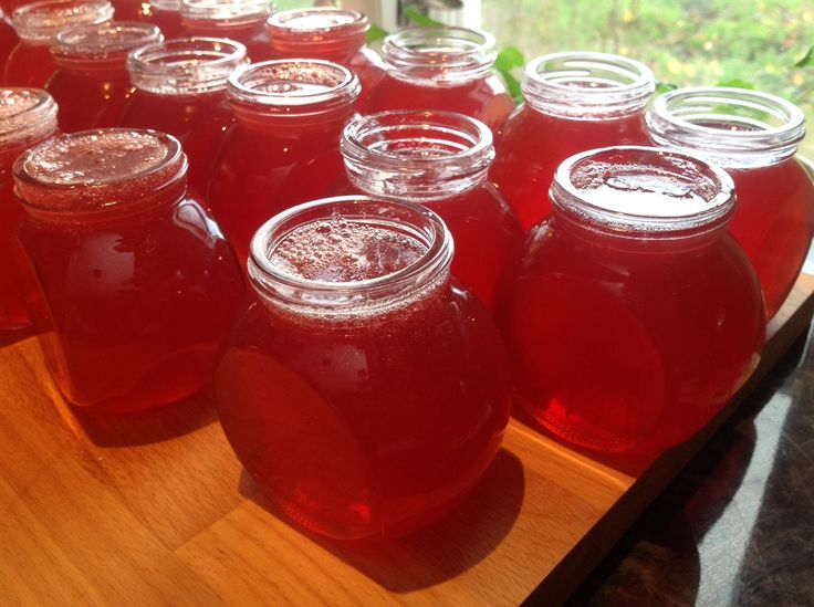 We made Rowan berry and Appel jelly from the home made juice with the children.   Now they can use the jars for Christmas presents.
