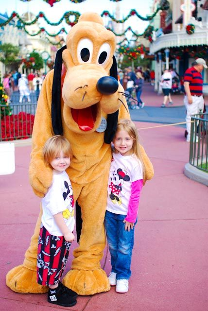 Photo tips for better pics when meeting Disney characters