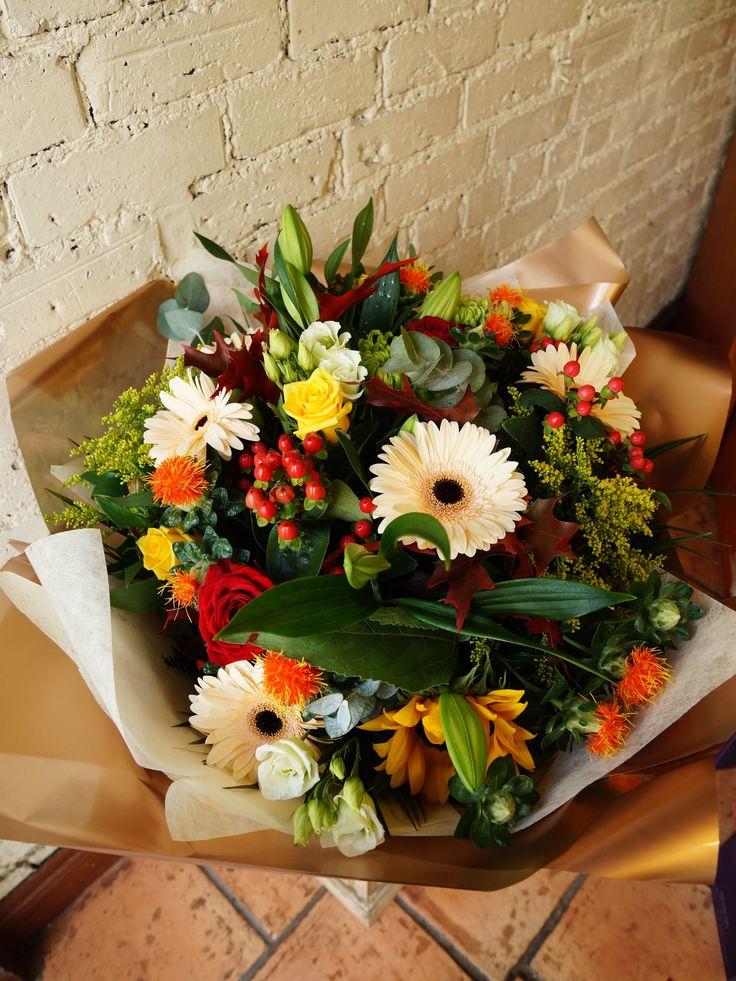 #reidsflorists #autumn #florist #flowers #roses #berries