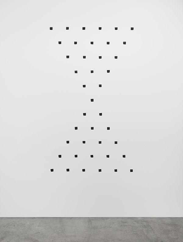 "Niele Toroni ""En passant"" at Marian Goodman Gallery, Paris, 2016"