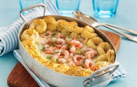 Fiskgratäng är praktisk, eftersom det är sås, potatis och fisk i ett. Servera gärna med citron och gröna ärter.