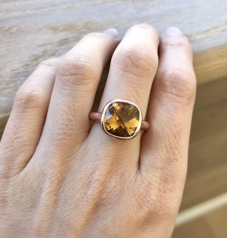 Cojín anillo de compromiso de oro rosa corte promesa anillo - coñac cuarzo solitario anillo amarillo alternativo Simple anillo de compromiso anillo de piedras preciosas de Belesas en Etsy https://www.etsy.com/es/listing/500940638/cojin-anillo-de-compromiso-de-oro-rosa