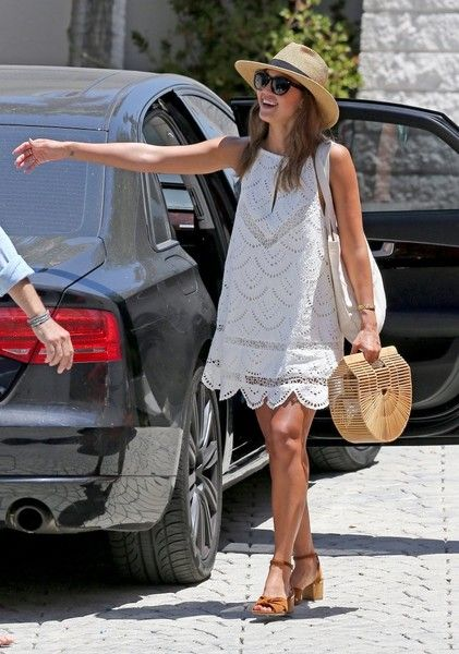 Jessica Alba Out And About In LA - Pictures - Zimbio