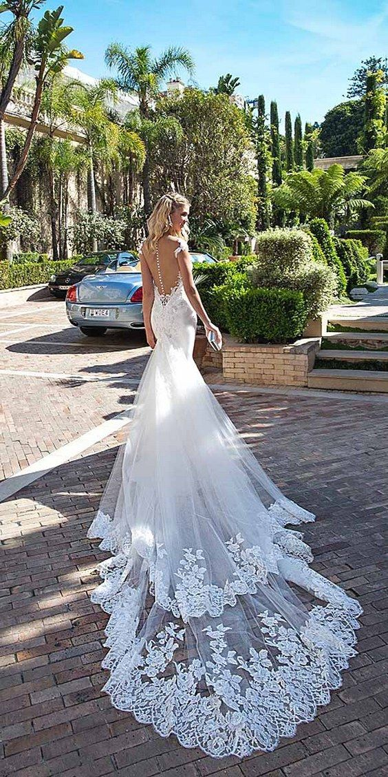 Alessandra Rinaudo Wedding Dresses 2017 / http://www.deerpearlflowers.com/wedding-dresses-we-love-for-2017/