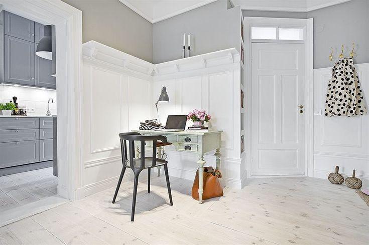 Hallway Inredning & styling: Sophia Björnsdotter. Foto: Martin Stern via mäklarfirman Living. Case: Jutas backe 5 http://www.hemnet.se/bostad/bostadsratt-3rum-city-norrmalm-stockholms-kommun-jutas-backe-5-6328563