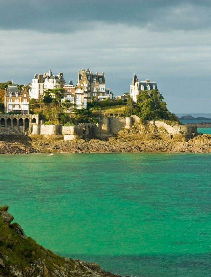 711 best saint malo dinard images on pinterest bretagne baddies and beautiful beach. Black Bedroom Furniture Sets. Home Design Ideas