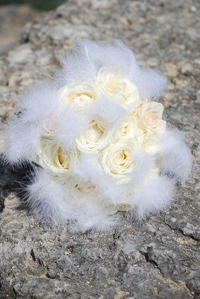 bouquet di rose e piume