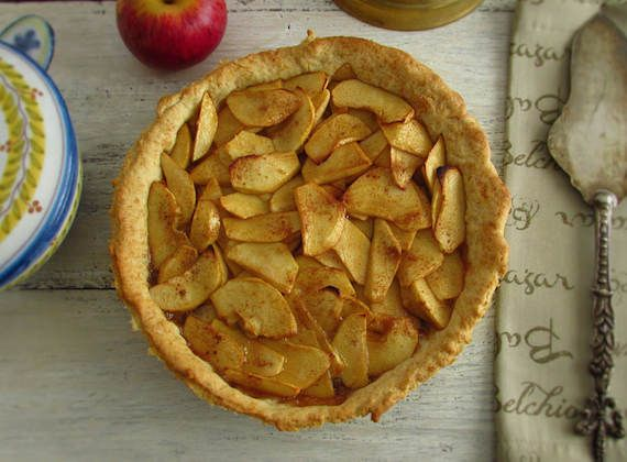 Apple pie   Food From Portugal. A very simple pie to prepare stuffed with apple slices, spiced with liquid caramel and brown sugar, that goes in the oven sprinkled with cinnamon.  http://www.foodfromportugal.com/recipe/apple-pie/