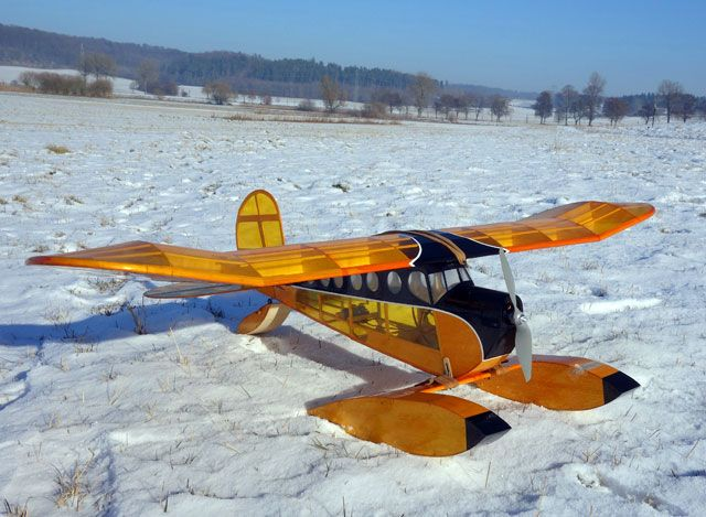 Lazy Bee Floats by Andy Clancy from Clancy Aviation | Best of outerzone