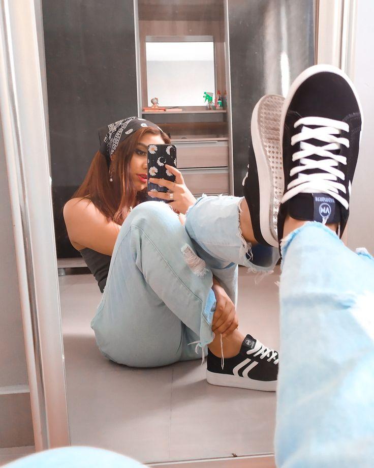 Foto na frente do espelho em 2021 | Poses fofas, Selfie espelho, Ensaio fotografico dicas